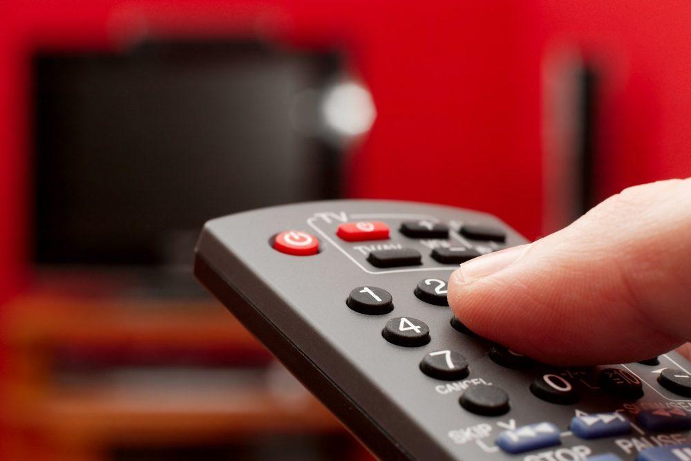 Fermer la télé et la radio aux heures de pointe