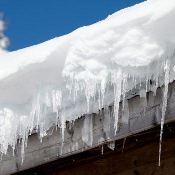 Déneiger un toit : limiter les dangers!