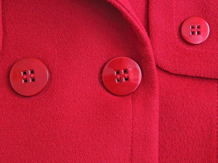 Conseils pratiques pour faire durer plus longtemps vos vêtements préférés tels que les manteaux d'hiver.