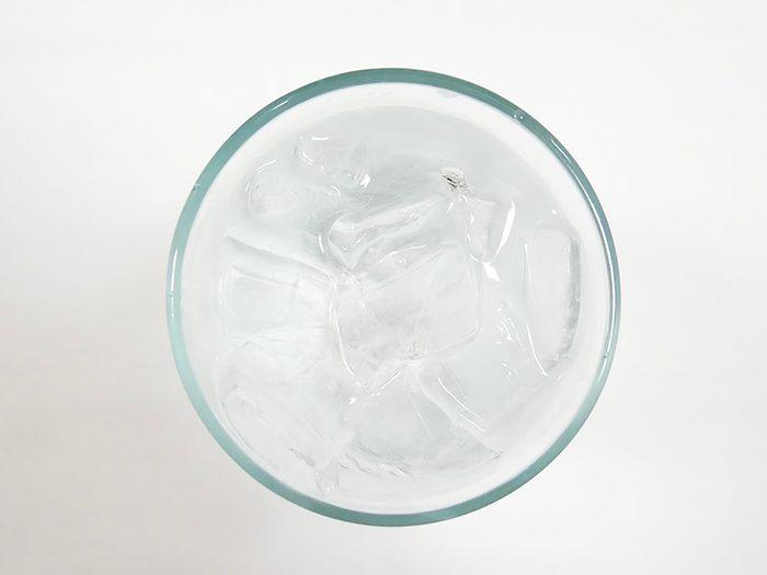 Buvez de l'eau pour lutter contre le rhume et la grippe.