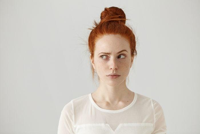 Ce n'est pas grave si les sourcils ne sont pas parfaitement symétriques.