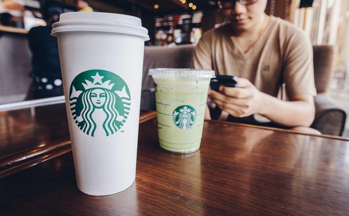 Les cafés à ne jamais (mais alors, jamais) commander chez Starbucks, selon une employée