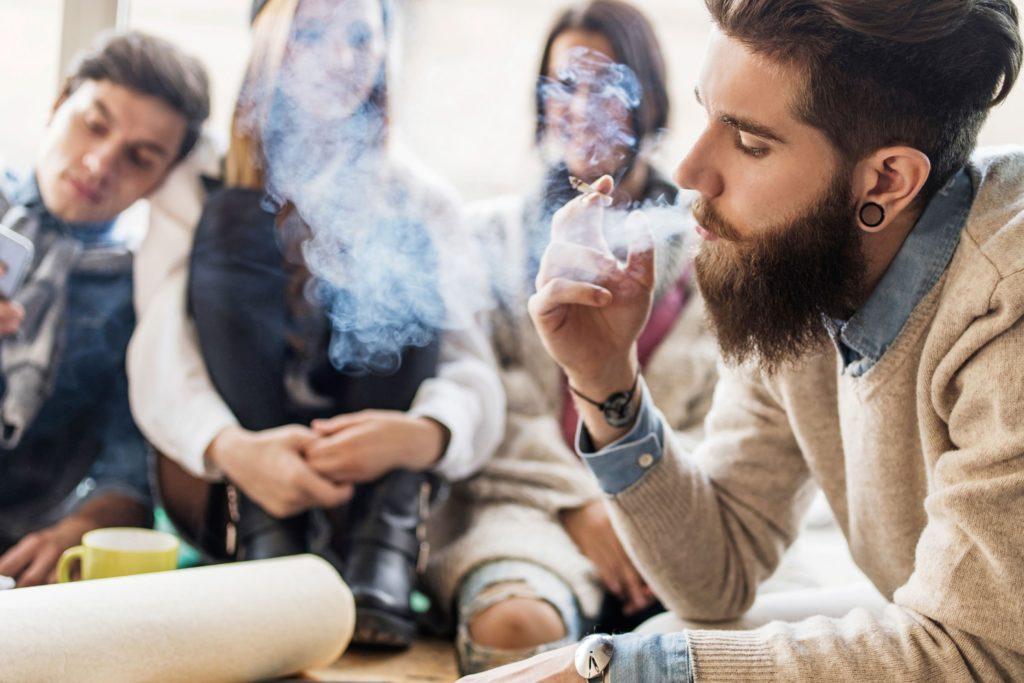 Vous ne mettez pas les fumeurs à la porte