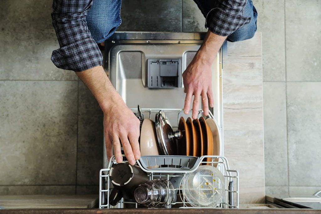 Le lave-vaisselle en action