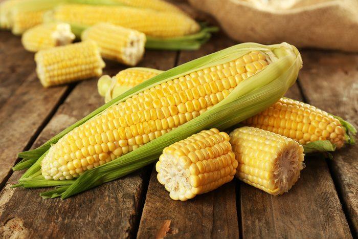 Cuire un épi de maïs