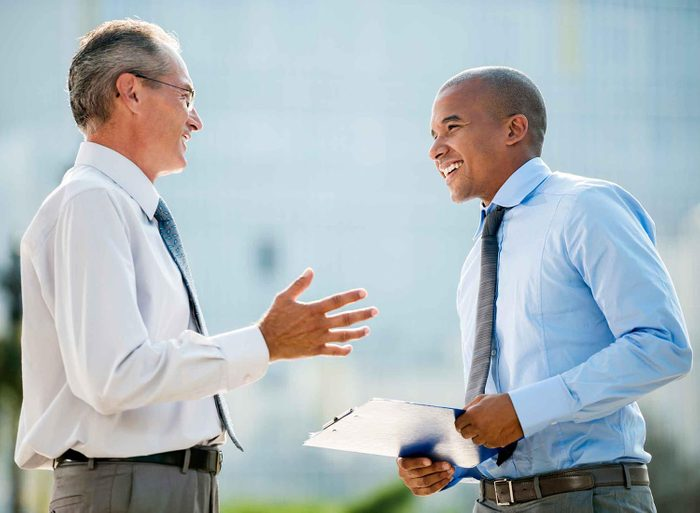 Les gens charismatique utilisent souvent le nom de leur interlocuteur dans la discussion.