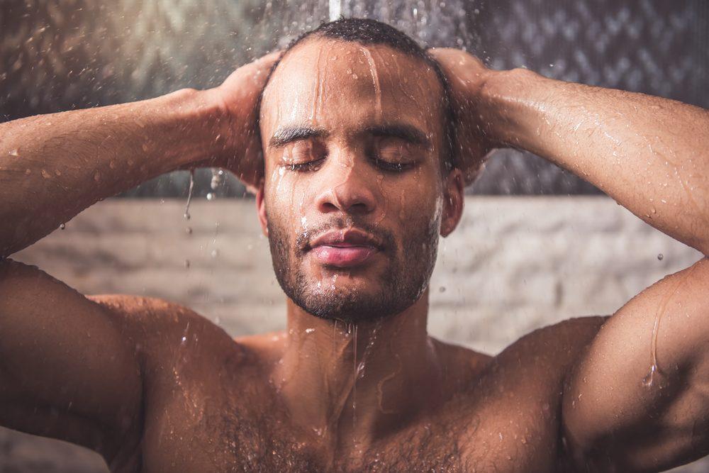 Le miel dans le bain et sous la douche