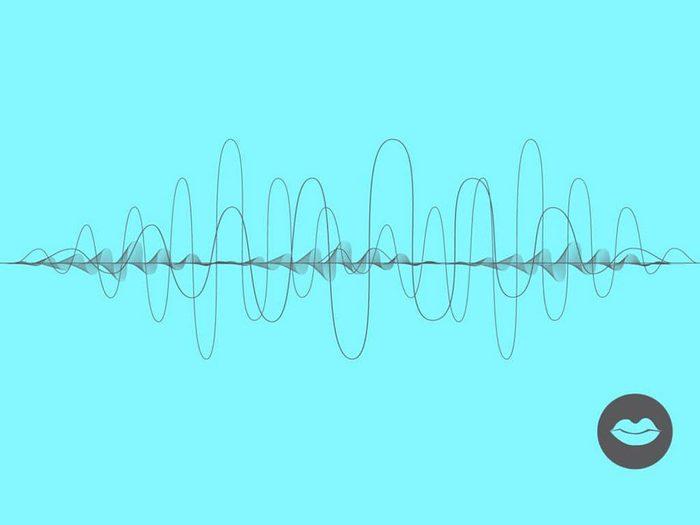 Une voix apaisante fait partie des sons à écouter pour s'endormir.