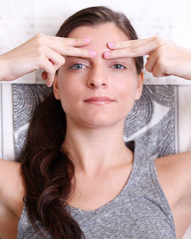 Exercice 2: tonifier tout le visage