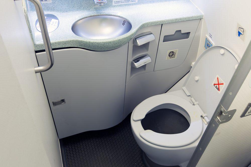 14 choses ne jamais faire dans un avion. Black Bedroom Furniture Sets. Home Design Ideas