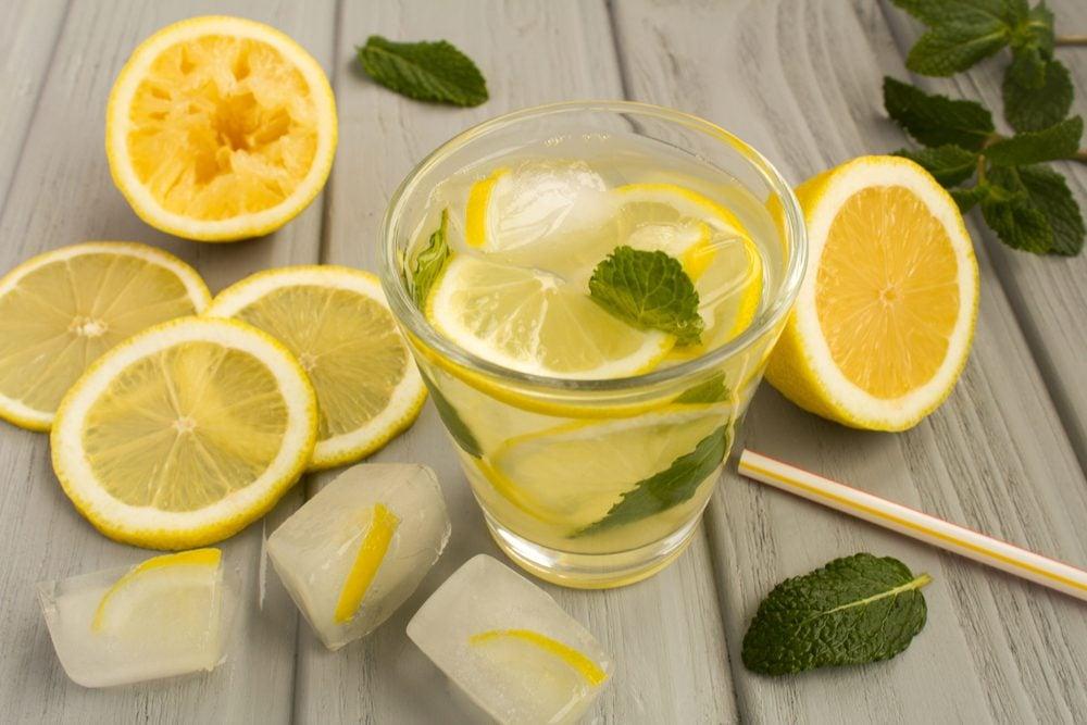 L'eau citronnée contre la constipation