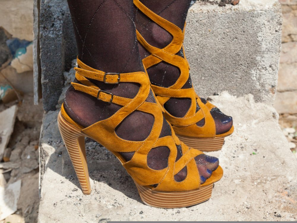 Règle 7 : tu ne porteras point de bas dans tes sandales