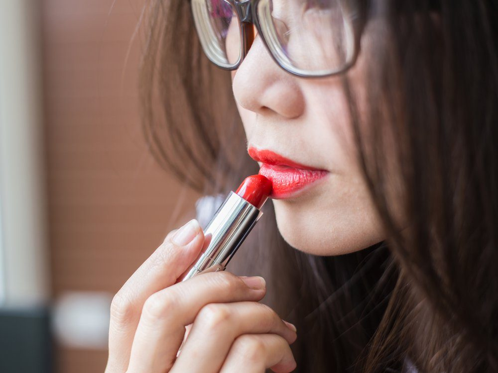 Règle 9: tu ne porteras point de rouge à lèvres le jour