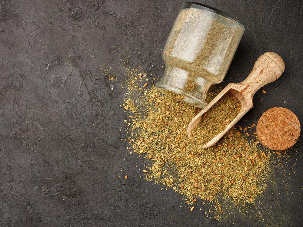 Les mélanges d'épices font partie des aliments à éviter.