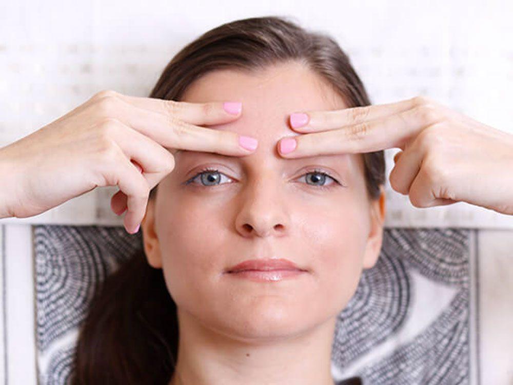 Exercices faciaux: tonifier tout le visage.