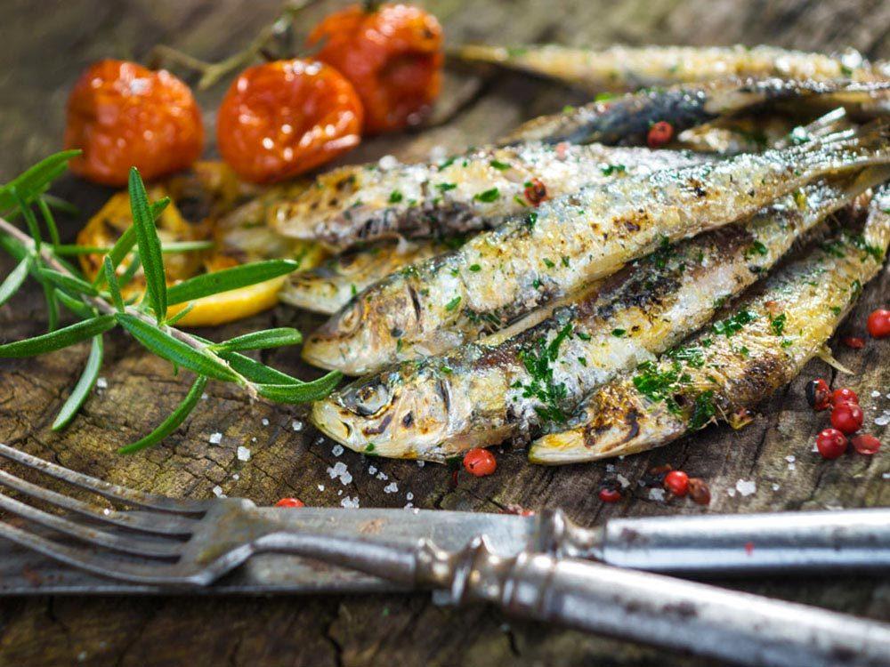 Pour faire baisser son taux de cholestérol, mangez du poisson.