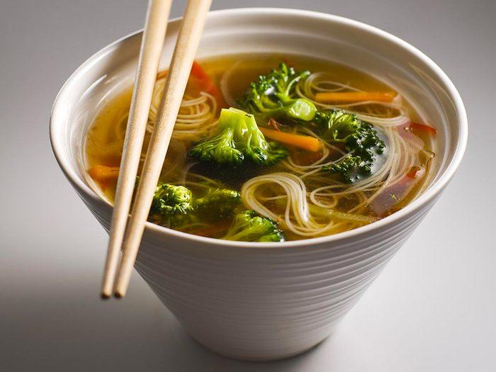 Recette de soupe vietnamienne aux nouilles.