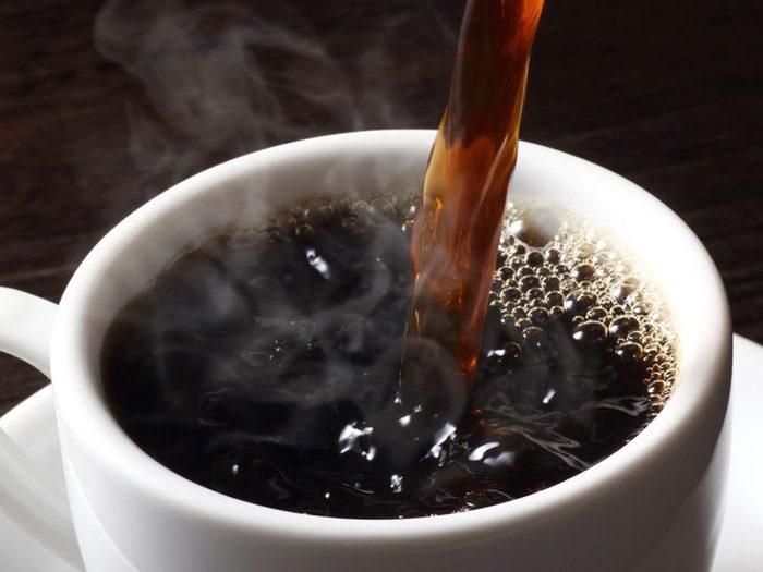 Le café fait partie des remèdes naturels contre la constipation.