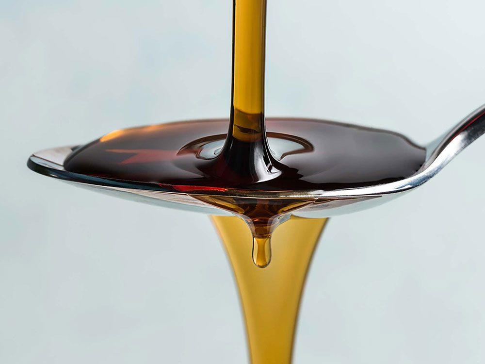 La mélasse fait partie des remèdes naturels contre la constipation.