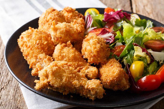 Des salmonelles pourraient-elles se cacher dans vos doigts de poulet?