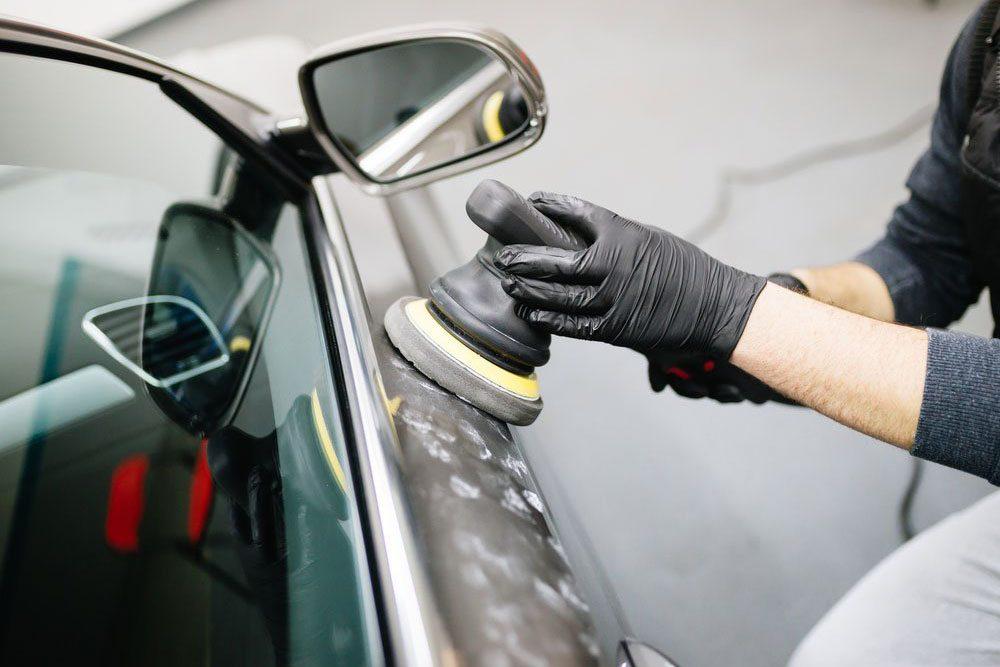 Lavez et cirez votre voiture
