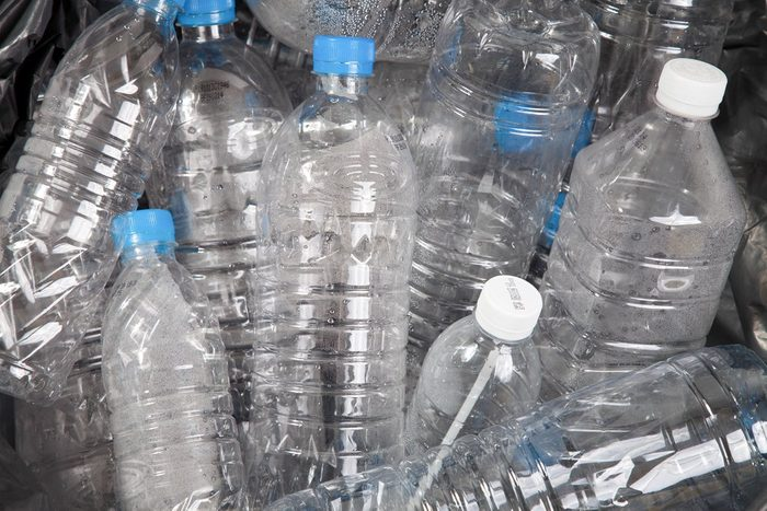 Bouteilles d'eau en plastique