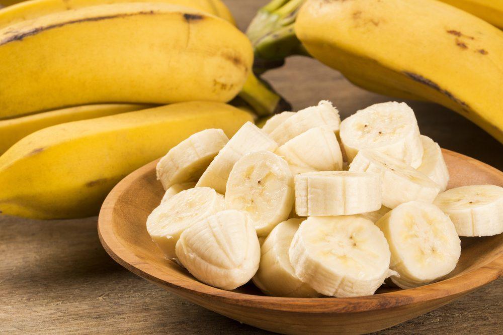 Aliments froids: pain au lait et bananes congelés