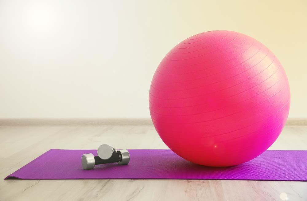 Squats sur ballon d'exercice