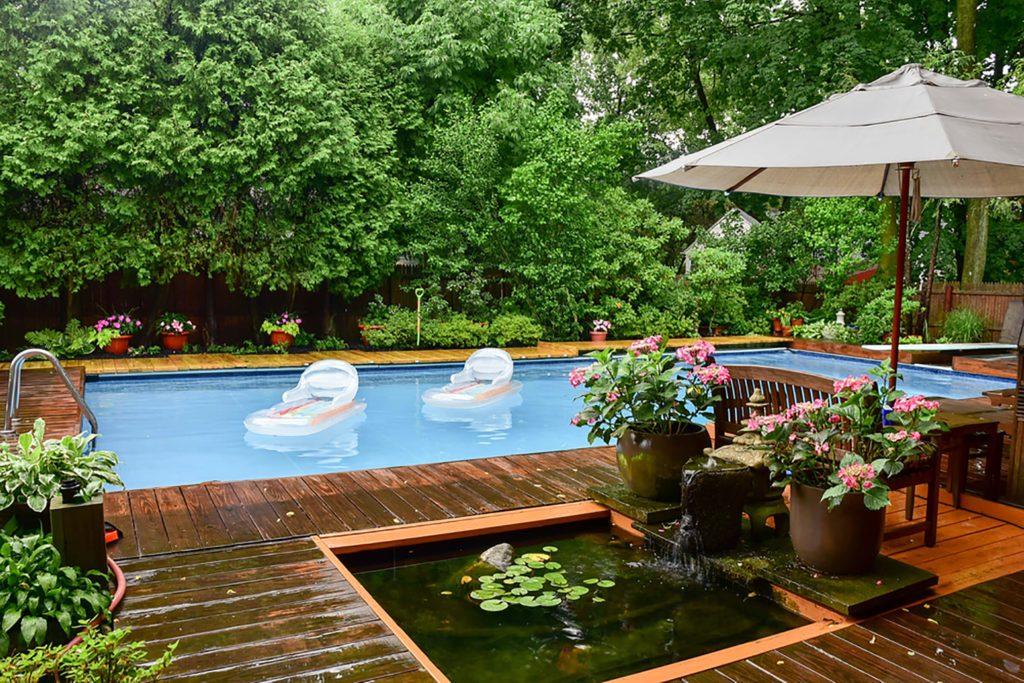 Terrasse avec piscine.