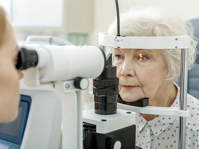 La dégénérescence maculaire fait partie des maladies des yeux que vous devriez connaître.