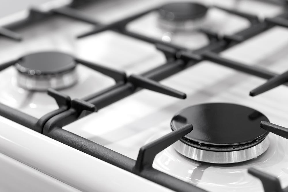 Nettoyer la maison pendant la nuit : faites tremper les brûleurs de la cuisinière.