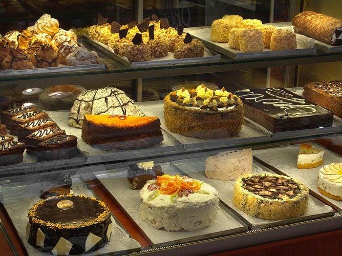 Supermarché : pour acheter un gâteau frais, commandez-le à l'avance.