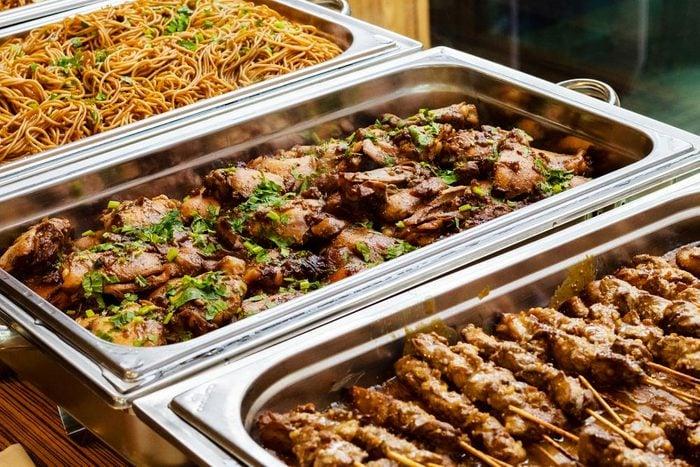Votre supermarché jettent les plats préparés non vendus.