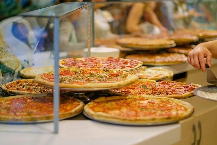 Supermarché : préférez les pizzas au rayon des surgelés pour faire des économies.