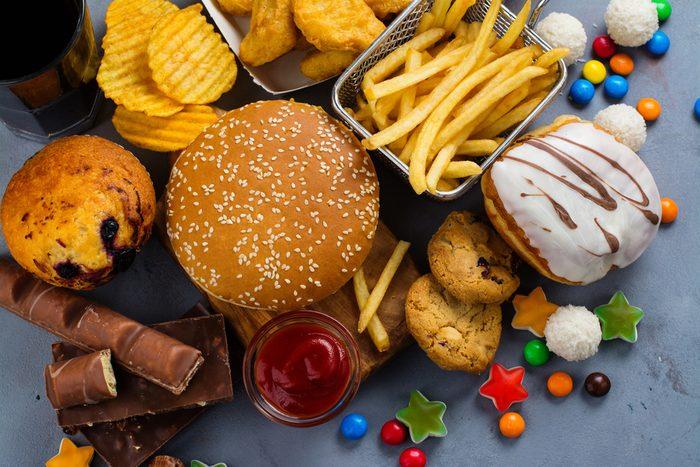 Quantité de nourriture grasse et pleine de calories.