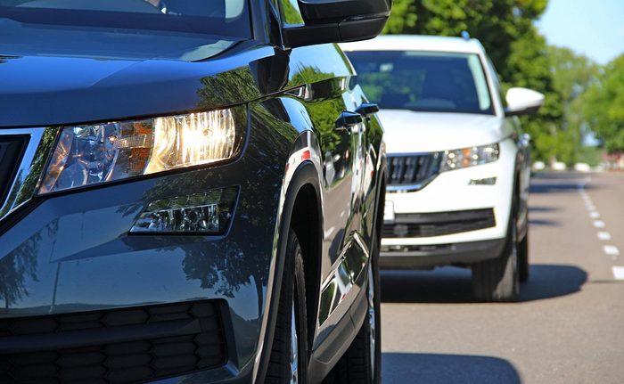 En voiture, gardez de bonnes distances de sécurité avec le véhicule devant vous.
