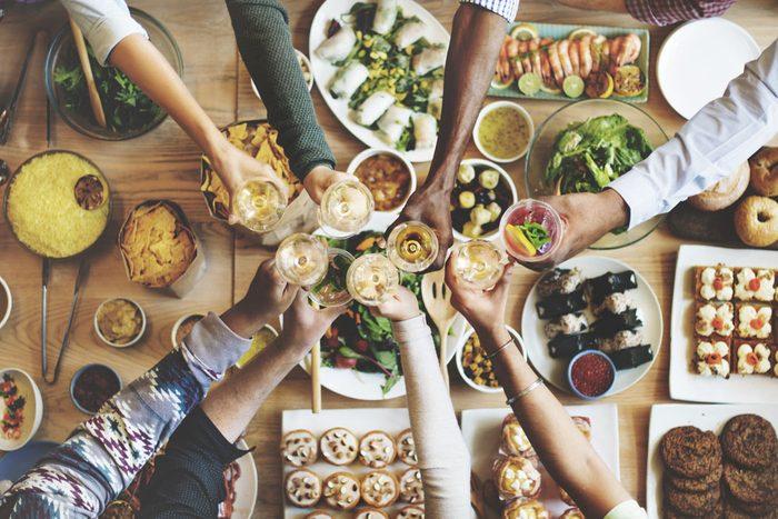 Socialisez sans sortir de la maison... et sans dépenser une fortune au restaurant!