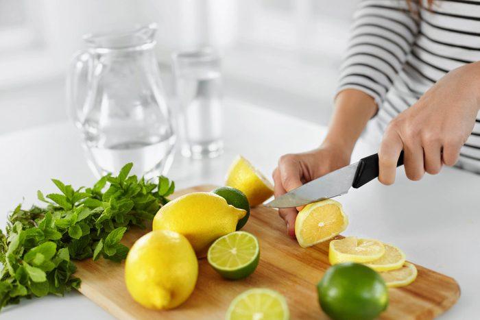 L'eau citronnée vous garde hydraté
