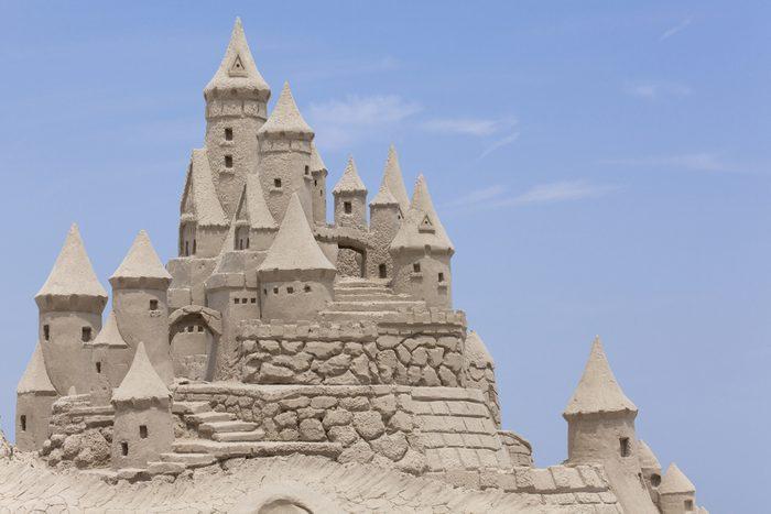 Et avait-on vraiment besoin d'interdire la construction de châteaux de sable à Eraclea…