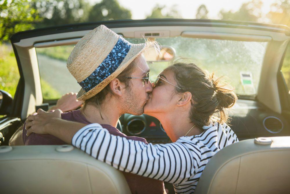 Loi bizarre: il est interdit de s'embrasser dans une voiture à Eboli.