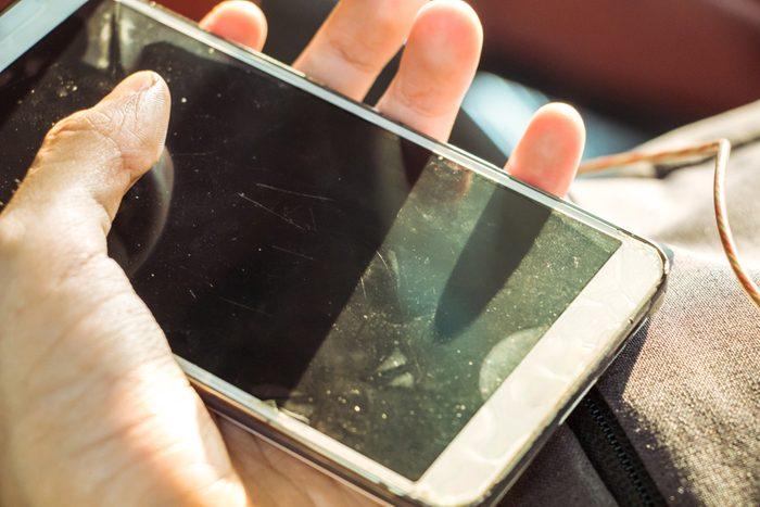 Les microbes aiment également les téléphones cellulaires