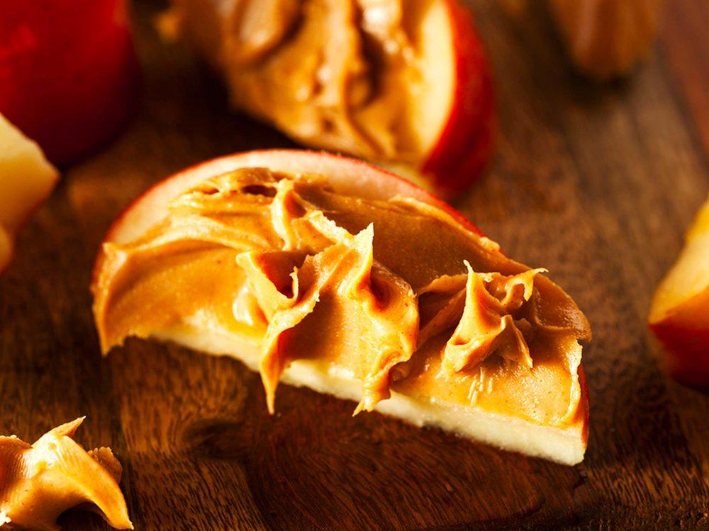 Le beurre d'arachide faible en gras est l'un des aliments à éviter.