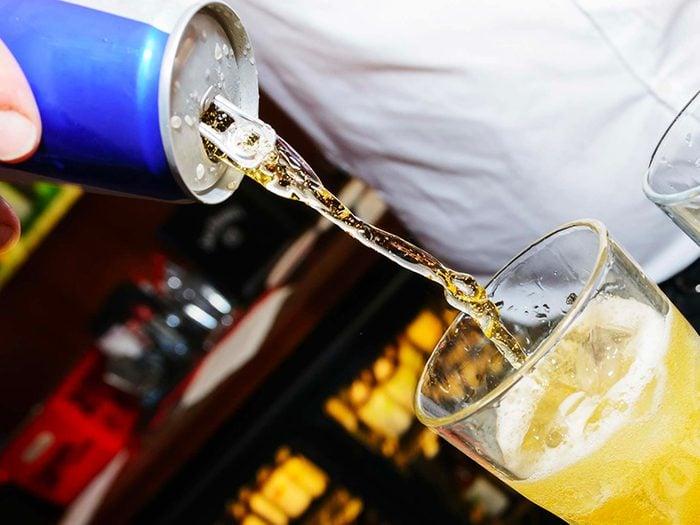 Les boissons énergisantes sont des aliments à éviter.