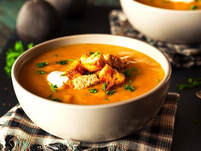 La soupe en boîte est l'un des aliments à éviter.