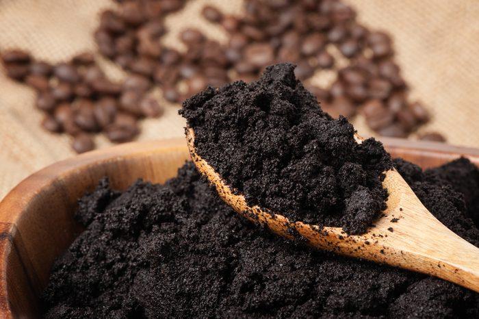 Transformez votre marc de café en engrais naturel