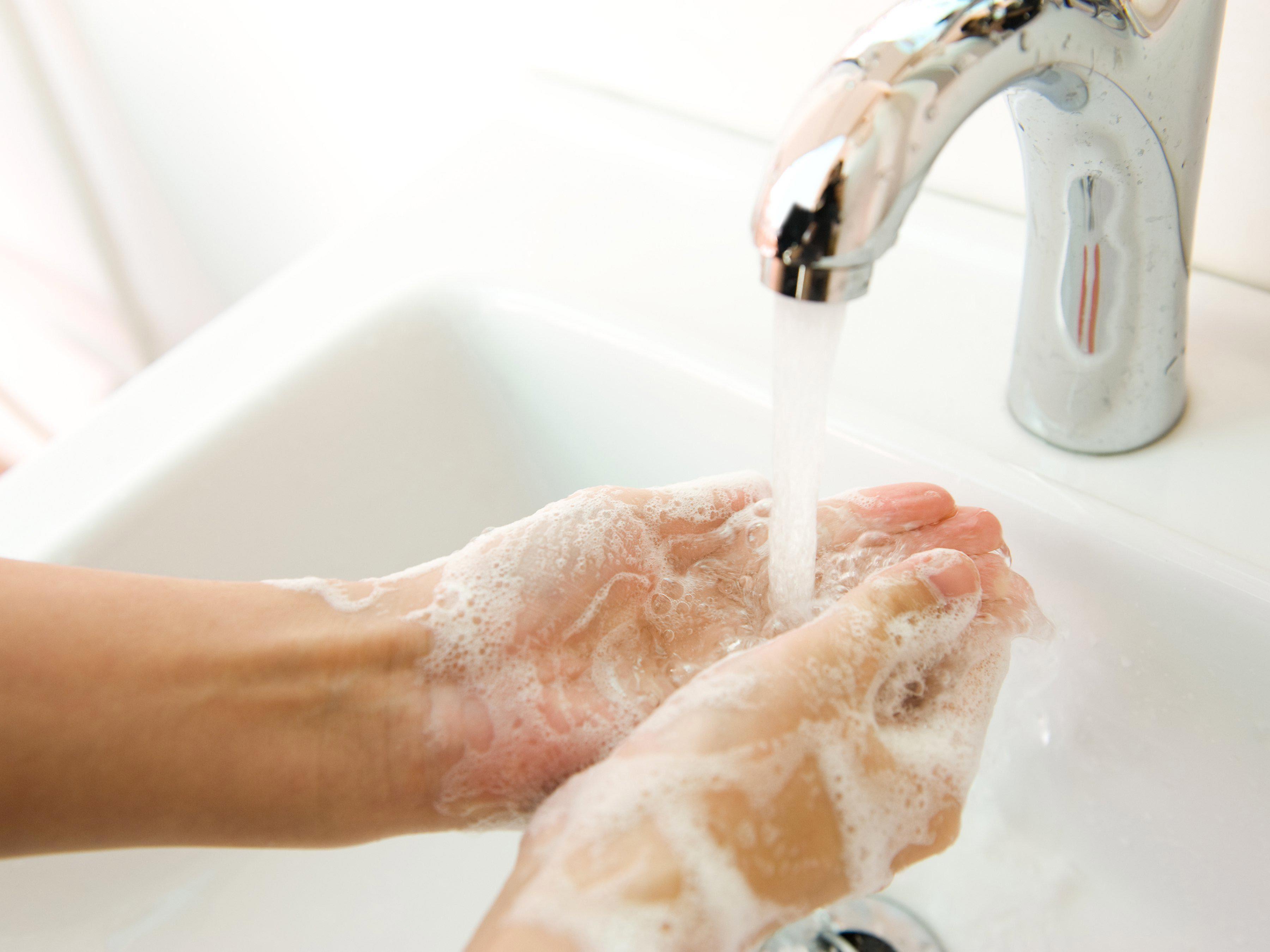 Microbes : la température de l'eau pour se laver les mains n'a pas d'importance.