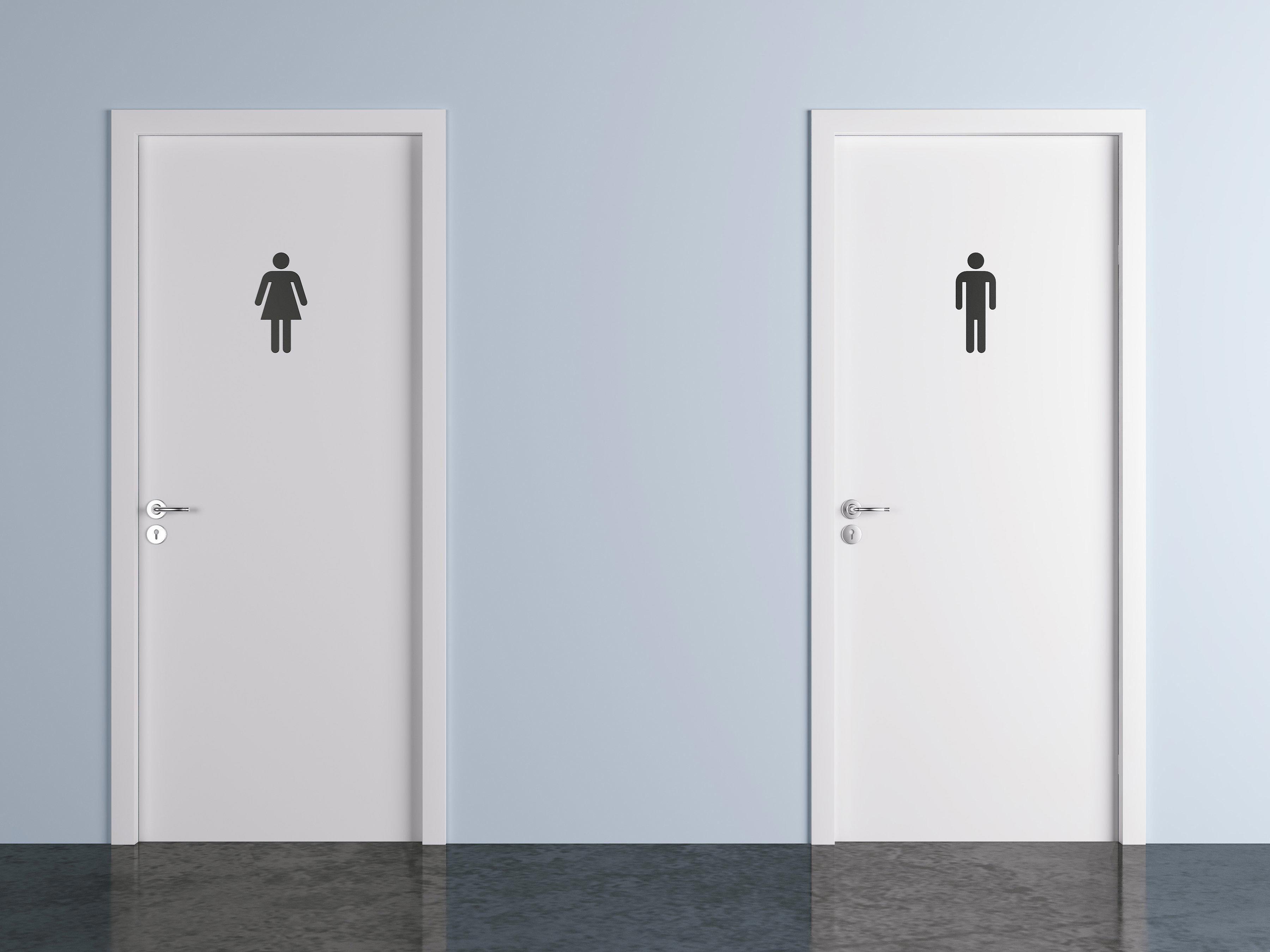 Les microbes des sièges de toilettes publiques ne sont pas les plus à craindre.