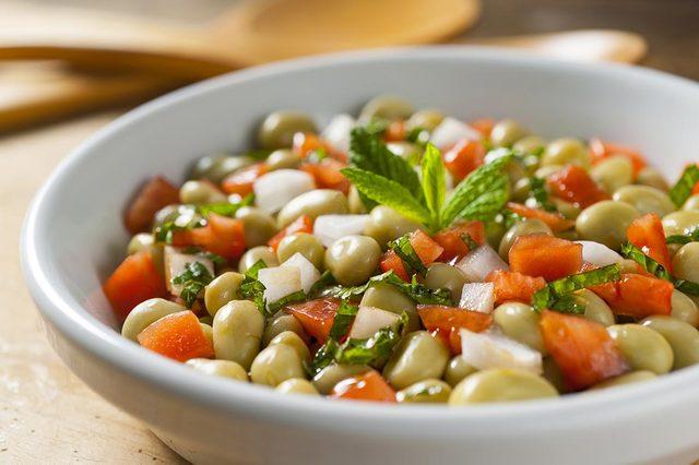 Recette végétarienne de salade de gourganes.