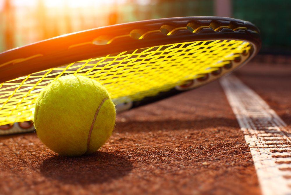 Courir aide à mieux performer au tennis.