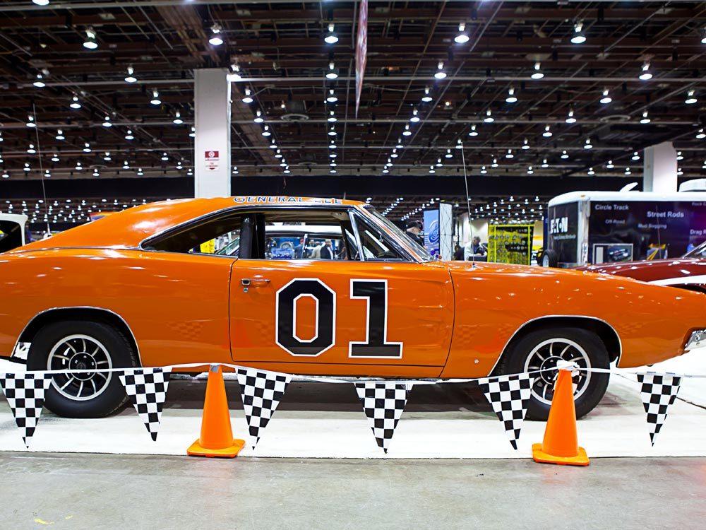 """Voiture célèbre : le Dodge Charger 1969 de la série """"Shérif fais-moi peur""""."""